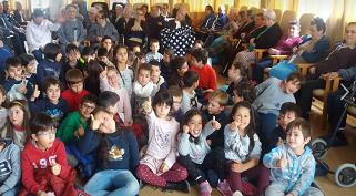 Amigos da Biblioteca Escolar do  Agrupamento de Escolas Caranguejeira – Sta Catarina da Serra visitam lar da Caranguejeira