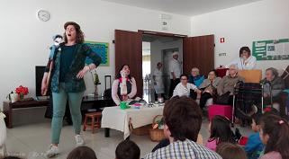 """Histórias para """"avós e netos"""" no Agrupamento de Escolas Caranguejeira – Sta Catarina da Serra"""